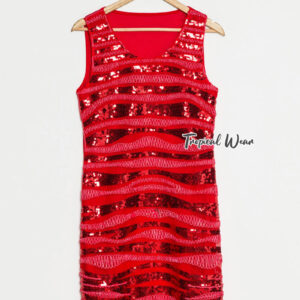 ชุดเดรสสั้นสีแดง